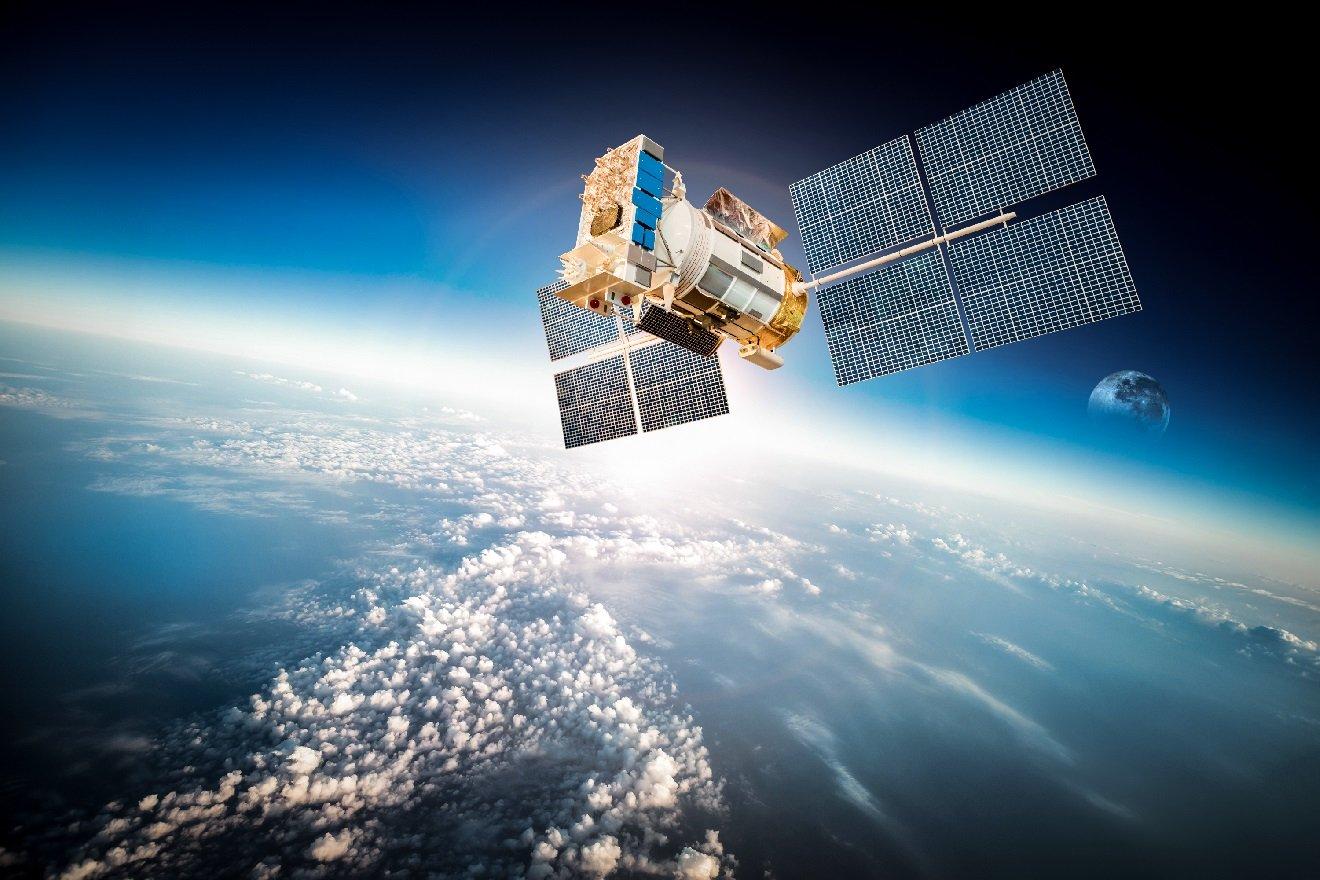 big_tech_billionaires_invest_in_satellites_radiant_earth_keynotespeaker_igorbeuker_bill_gates_